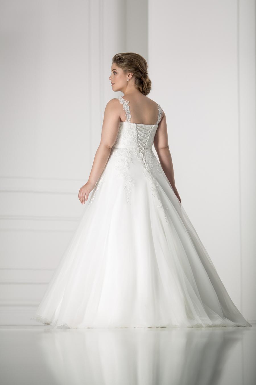 plus size svatební šaty Modena