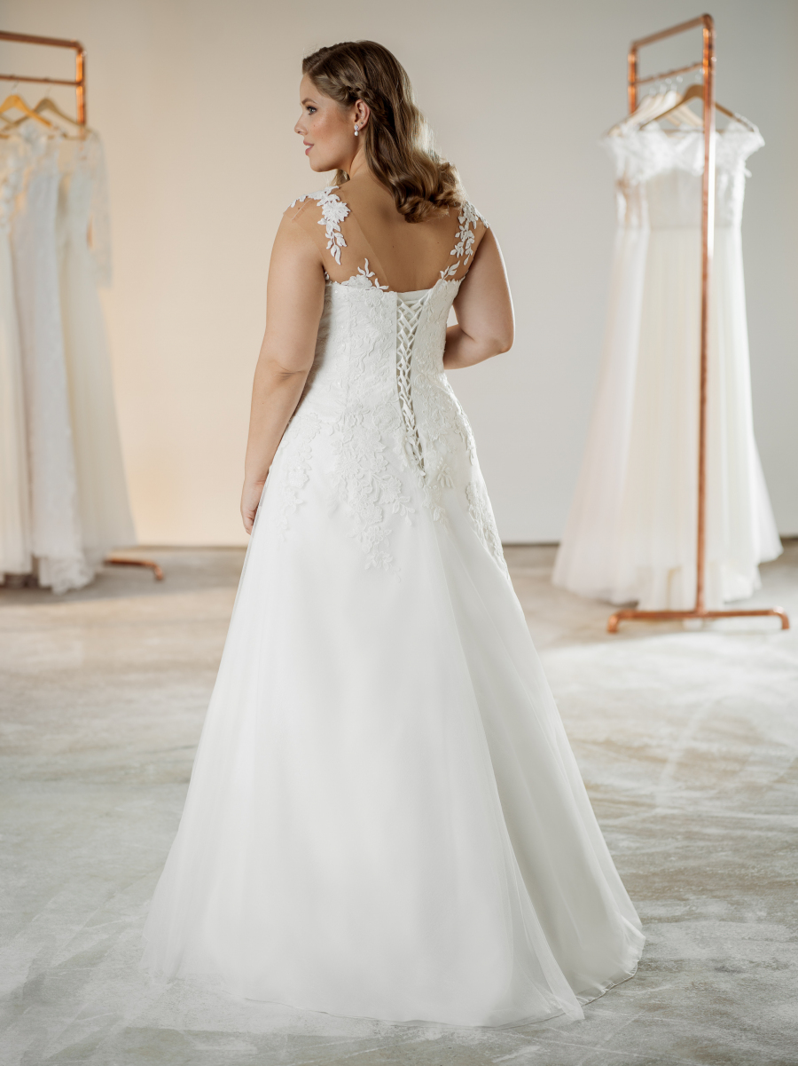 plus size wedding dress Nelly