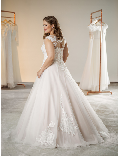 plus size svatební šaty Susanne
