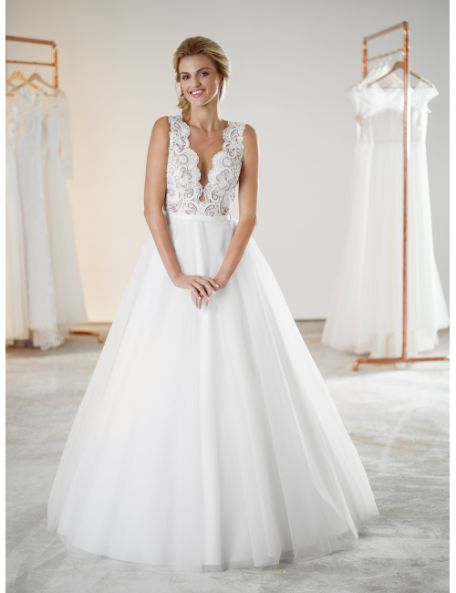 svatební šaty Adele