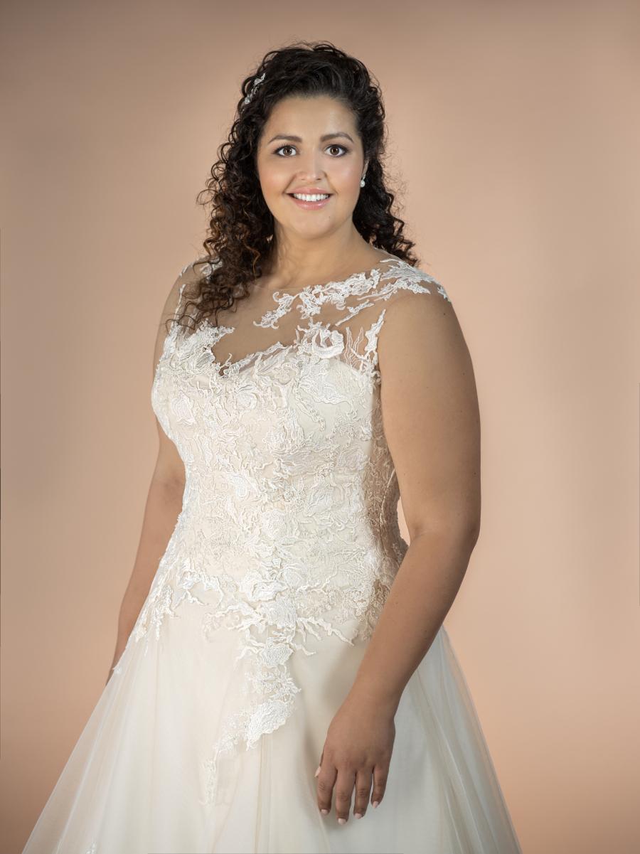 plus size svatební šaty Amira