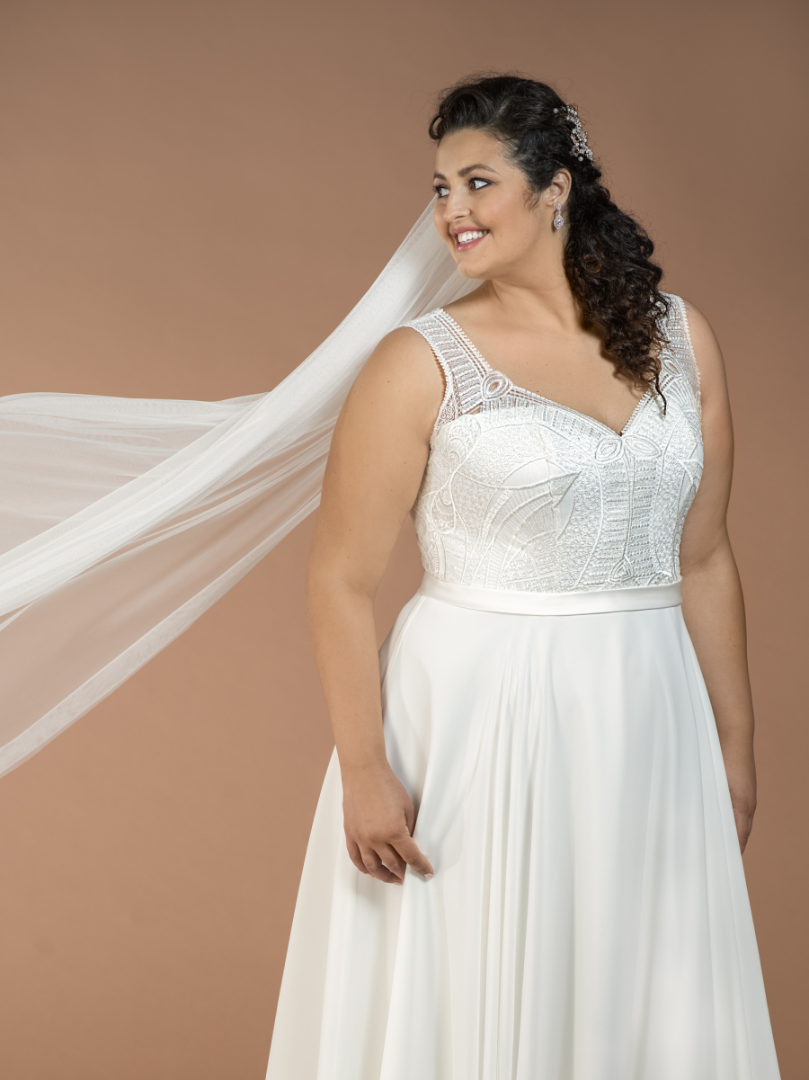 plus size wedding dress Calliope