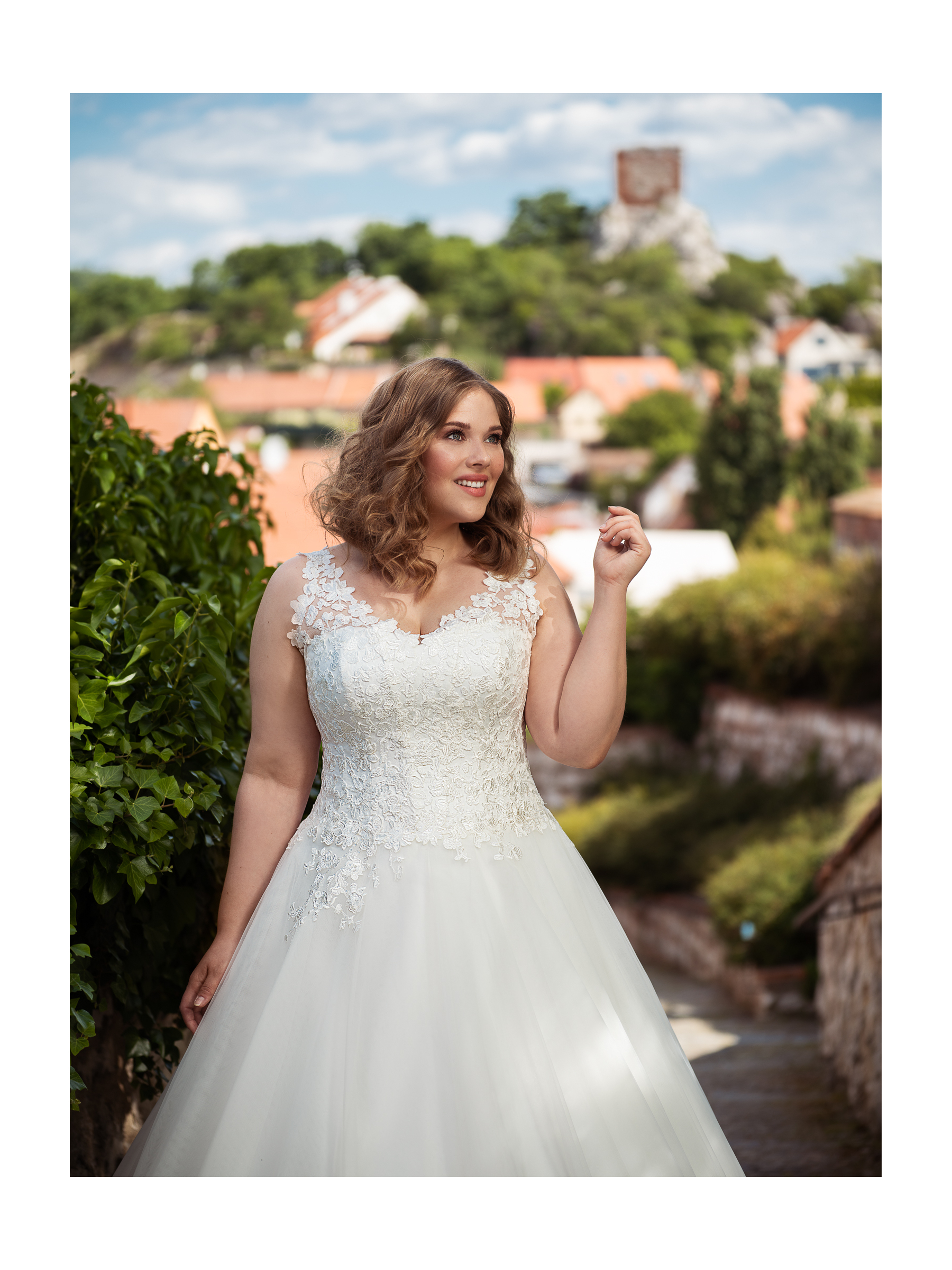 nádherné jemně třpytivé svatební šaty na širší ramínka