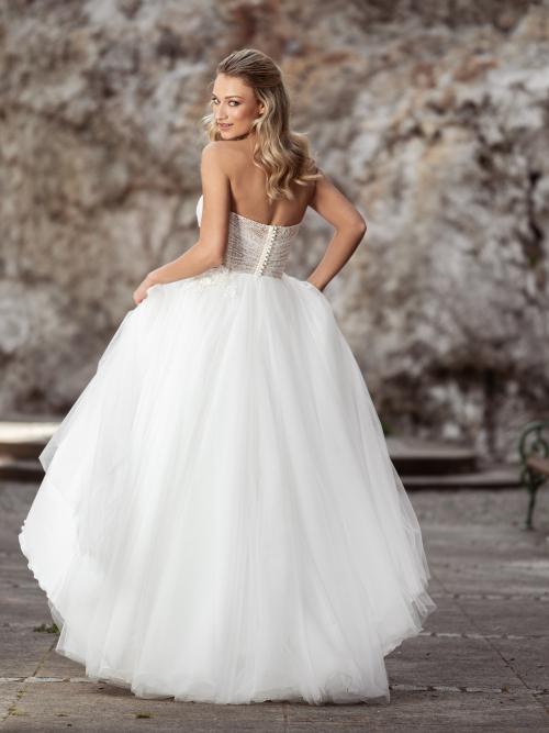 korzetové svatební šaty s 3D květinami