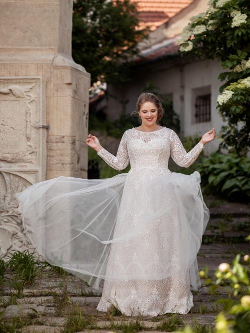 celokrajkové svatební šaty s dlouhými rukávy
