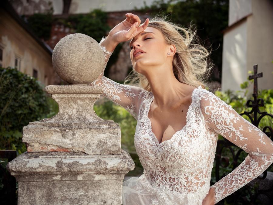 celokrajkové boho svatební šaty s dlouhými rukávy