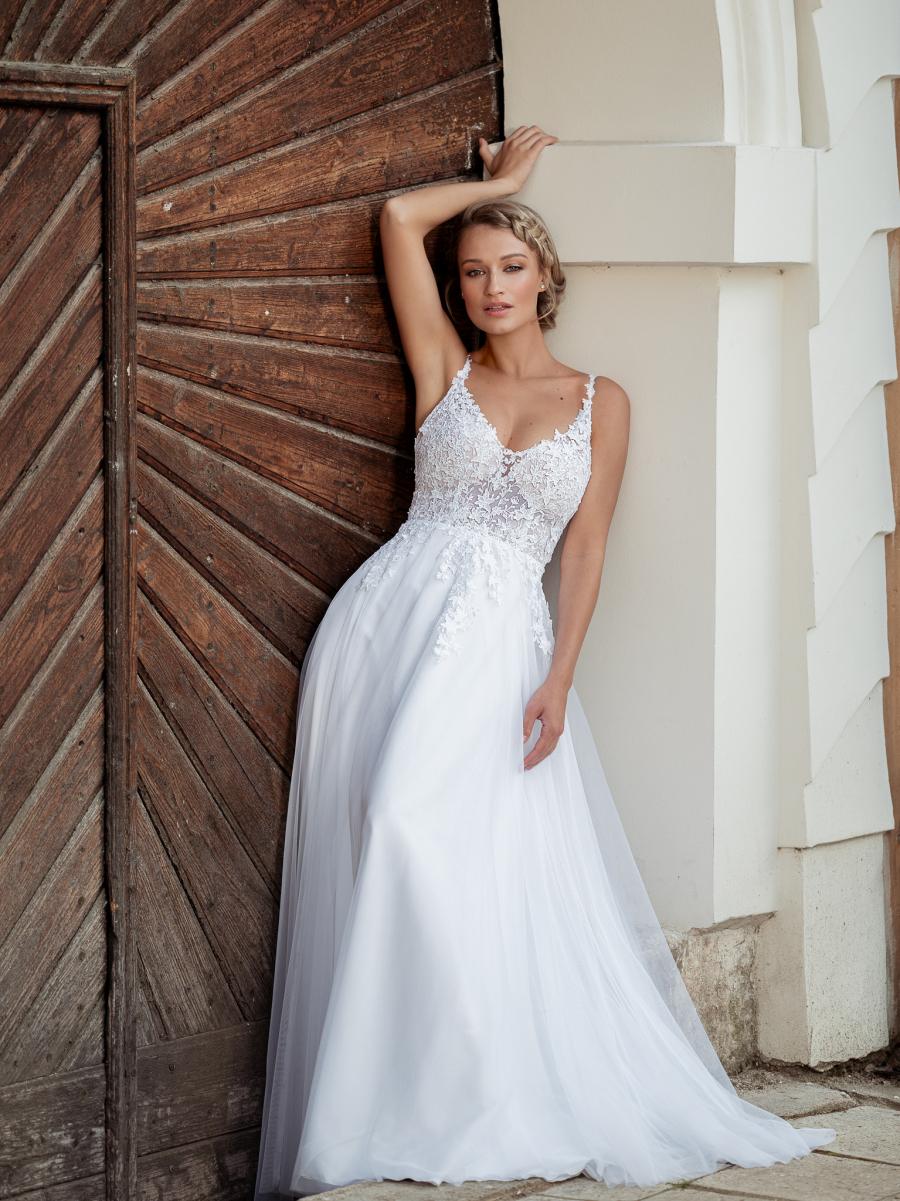 romantické svatební šaty na ramínka