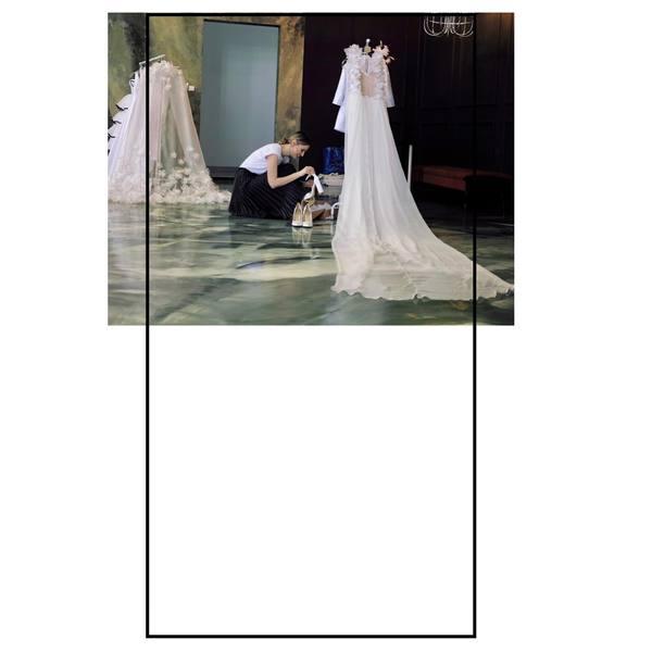 Umění a móda jdou ruku v ruce, co myslíte? 🧵💫 Děkujeme vám za vaši důvěru a objednávky na míru...❤️  #madoraweddingdress #wedding #weddingdress #madorasvatebnisaty #svatebnisatynamiru #svatba