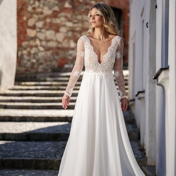 Představujeme vám šaty ABIGAIL z 💮nové kolekce Madora Couture 2021💮.   Šaty se splývavou sukní z jemné organzy a krajkovým živůtkem zdobeným drobnými korálky ocení všechny odvážné nevěsty.   Svatební šaty vyrobené i focené v Mikulově. ❤️S  láskou. ❤️  #madora #madoraweddingdress #abigail #svatebníšaty #weddingdresses #svatby #svatba2021💍 #mikulov #weddings #svatebnisalonmadora #bridedress ##jížnímorava #satyzjiznimoravy ##nevěsta2021 #weddingsalons #madora2021 #madoracouture
