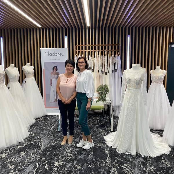 Milé dámy, děkujeme vám za účast na @svatebnifestival v Brně a také, že jste se zastavili u našeho stánku ☺️.  Těší nás, že máme takové skvělé zákaznice 🥰. Už brzy se můžete těšit na novou kolekci, která bude ohromujíci 🤩.   #madoraweddingdress #madorasvatebnisaty #svatebnisatynamiru #weddingdress #wedding #wedday
