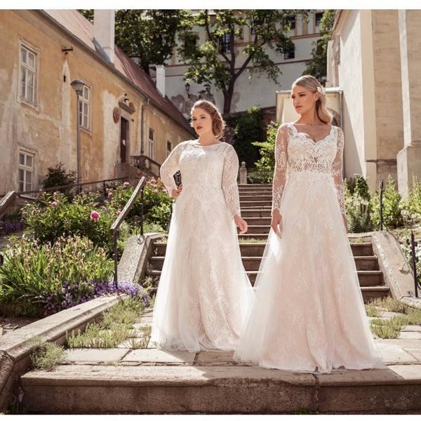 Máte stres z výběru svatebních šatů, protože si myslíte, že vám žádné nesluší❓ Tento mýtus vám velmi rádi vyvrátíme❗️❤️ V našem salonu máme střihy od extra malých až po PLUS size, a pokud náhodou nevíte, máme i speciální PREGNANCY kolekci🤰🏼. A věřte nám, je božská 🤩.  Čekáme vás v malebném Mikulově 💫.