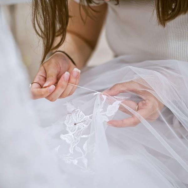Svatební šaty Madora pro vás 💕šijeme s láskou💕 v Mikulově. To už víte.  💕 Modely z našich starších kolekcí si u nás však můžete také půjčit nebo koupit. Nejsme sice klasická půjčovna, takže u nás najdete od každého modelu jen jednu či dvě velikosti. Šaty vám však dokážeme upravit. 💕 Tento způsob je vhodný pro nevěsty, které na šaty třeba spěchají. Více o těchto způsobech na našem webu ➡ https://madora.cz/c/2-prodej-a-pujceni 💕 #prodejsvatebnichsatu #pujcenisvatebnichsatu #sitisvatebnchysatunamiru #mikulov #svatebniateliermadora #svatebnisatyceskevyroby #svatebnisaty #svatba2021 #nevesta2021