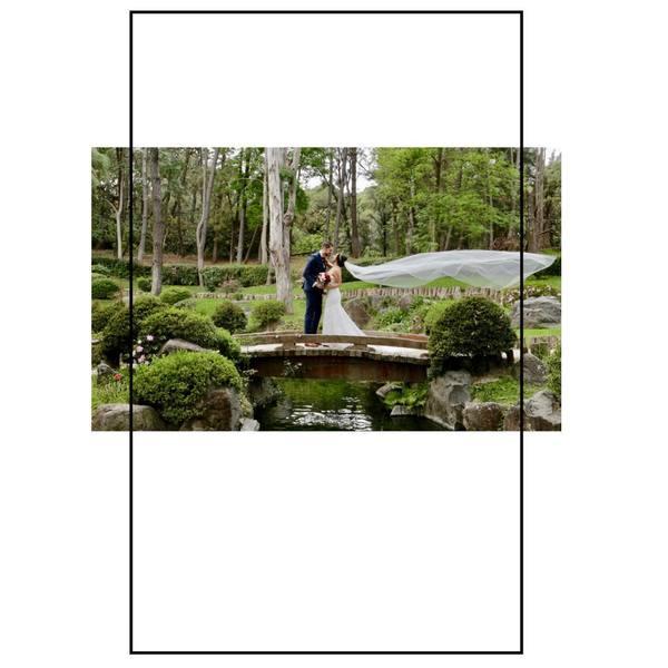 Kromě toho, že závoj symbolizuje čistotu, krásu a vzácnost nevěsty, je i dokonalým doplňkem 👰🏼♀️. Souhlasíte?✨ Byl závoj součástí vašeho svatebního dne?  #madoraweddingdress #wedding #weddingdress #wedday #svatebnisaty #svatebnisatynamiru #madorasvatebnisaty #svatba