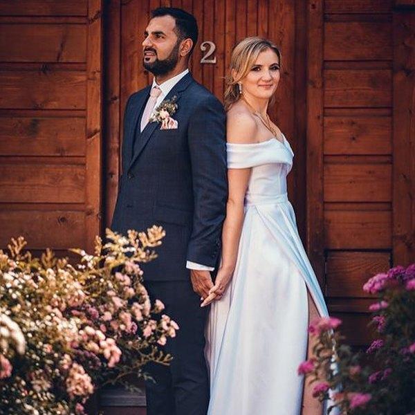 """Eva & Nishant ❤️ """"Dobrý den, ráda bych Vám poděkovala za ušití svatebních šatů a celkově za moc milou spolupráci. Šaty jsem měla celý den a moc jsem si je užila."""" . .  #madoraweddingdress #madorabrides #svatebnisatynamiru #svatebnisaty #atelier #navrhar #svatebnisaty2020 #svatba #svatba2020 #nevesta #nevesta2020 #bride #wedding #weddingdress #svatebniinspirace #svatebnisalon #bridaldress #praha #brno #mikulov #jiznimorava #bridetobe #dnesnosim #brautkleid #hochzeit #hochzeitskleid #brautkleidnachmaß #braut #svatebnisatymadora #madora"""